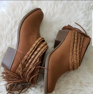 Bcbgeneration ankle booties w. Moccasin fringe